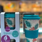 Blue trave 40l mug with feathers print.